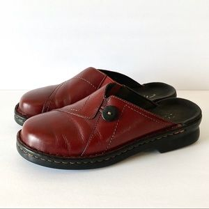 Clarks red leather slip on clogs mules 8M